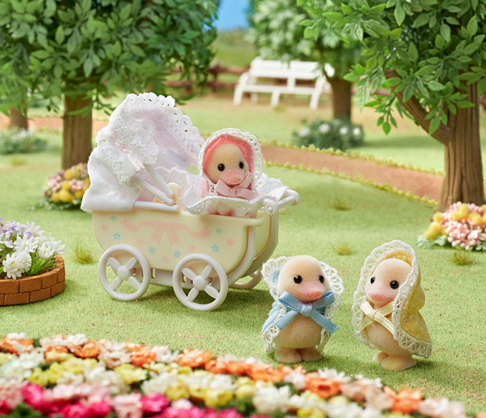 """Darling Ducklings Baby Carriage"" goes on sale"