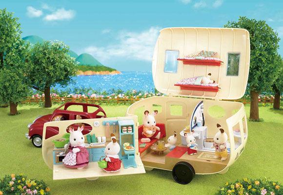 https://cdn2.sylvanianfamilies.com/includes_gl/img/catalog/connect/sylvanian/caravan_de.jpg