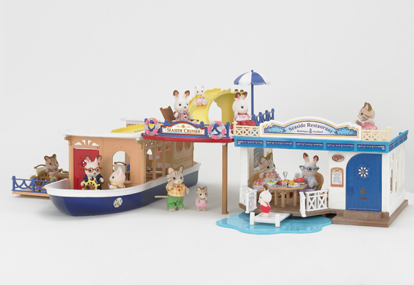 https://cdn2.sylvanianfamilies.com/includes_gl/img/catalog/connect/sylvanian/cruiseboat_restaurant.jpg