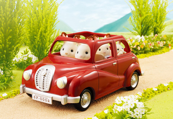 https://cdn2.sylvanianfamilies.com/includes_gl/img/catalog/connect/sylvanian/familycar.jpg