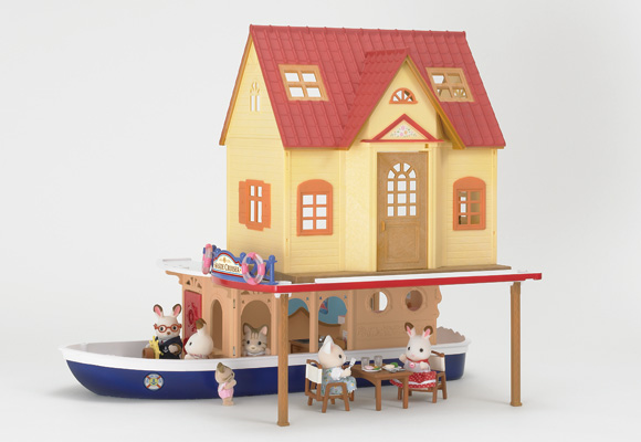 https://cdn2.sylvanianfamilies.com/includes_gl/img/catalog/connect/sylvanian/hazimete_cruiseboat.jpg