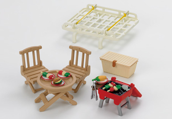 https://cdn2.sylvanianfamilies.com/includes_gl/img/catalog/connect/sylvanian/picnic.jpg