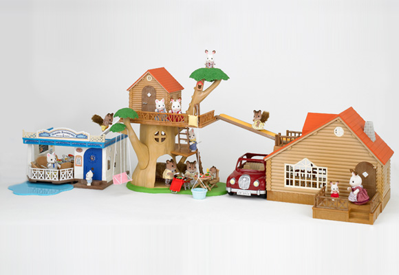 https://cdn2.sylvanianfamilies.com/includes_gl/img/catalog/connect/sylvanian/restaurant_cottage_treehouse.jpg