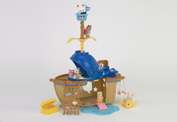 https://cdn2.sylvanianfamilies.com/includes_gl/img/catalog/connect/sylvanian/seasideboat_kuzira_v.jpg