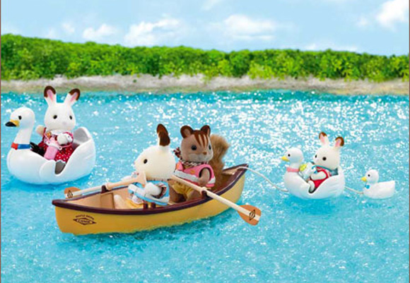 https://cdn2.sylvanianfamilies.com/includes_gl/img/catalog/connect/sylvanian/swanboat_canoes.jpg