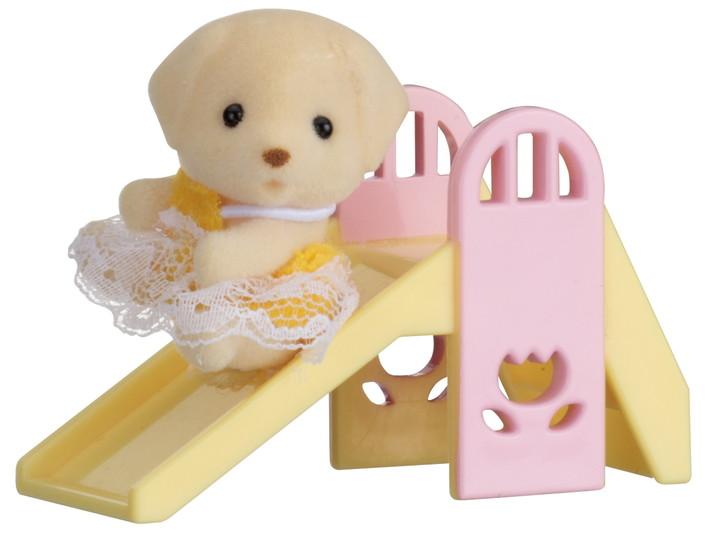 拉布拉多狗宝宝和滑梯 - 3
