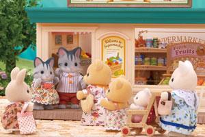 Очень популярный в деревне супермаркет!