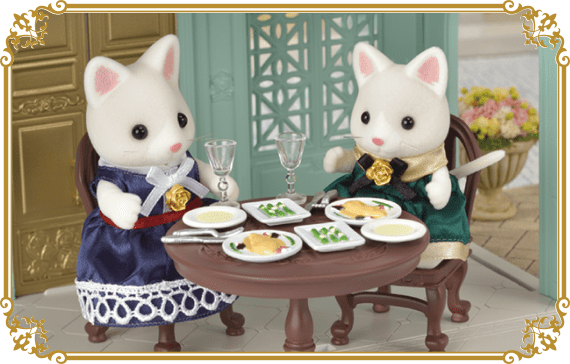 A variety of food is delightful and you can enjoy a more formal dinner with your Sylvanian Families.